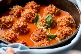 קציצות בשר ואורז ברוטב עגבניות