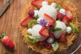 כדורי אורז בחלב עם פירות טריים בסלסילת קדאיף