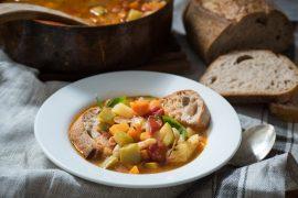 מרק ריבולטה: מרק שעועית לבנה וירקות