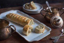 שטרודל מלוח: רולדה פריכה במילוי פרמזן ועשבי תיבול
