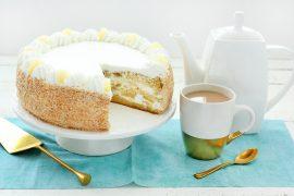 עוגת שכבות טורט במילוי קצפת ואננס