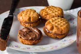 עוגיות חמאת בוטנים במילוי נוטלה