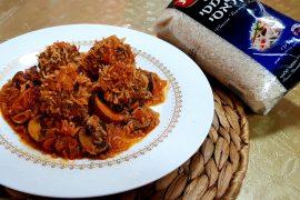 קציצות קיפוד של בשר ואורז ברוטב עגבניות ופטריות