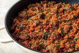 תבשיל קציצות בשר ואורז בסיר אחד