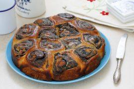 עוגת שושנים במילוי פרג ושוקולד