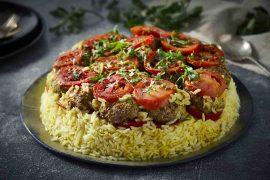 מקלובה חגיגית: קדרת אורז עם קציצות ועגבניות
