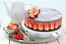 עוגת מוס שוקולד ותותים כשרה לפסח