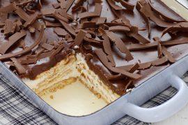עוגת ביסקוויטים עם קרם גבינה וציפוי שוקולד
