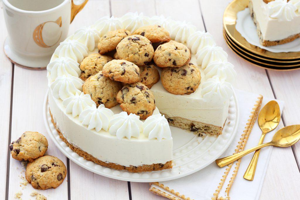 עוגה קפואה של גלידת וניל עם שוקולד צ'יפס