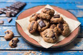 עוגיות מהירות של גרנולה ושוקולד