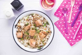 קוביות סלמון מוקפצות בטריאקי עם אורז יסמין