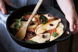 סקלופיני: חזה עוף ברוטב עגבניות וזיתים