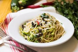 ספגטי עם פטריות, אנשובי וזוקיני