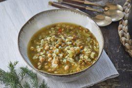 מרק ירקות עשיר עם חומוס, עדשים וגריסים