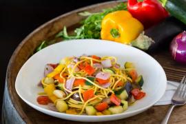 ספגטי ים תיכוני עם ירקות