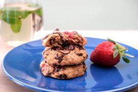 עוגיות שיבולת שועל עם תותים, פקאנים ושוקולד