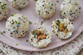 כדורי אורז במילוי סלמון מתובל