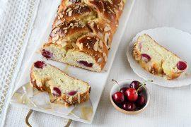 מתכון לחלה מתוקה במילוי גבינה ודובדבנים