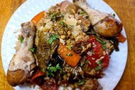 מקלובה אורז פרסי עם עוף וחומוס