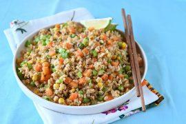 אורז מלא מוקפץ עם ירקות
