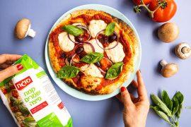 פיצה קלה להכנה עם מוצרלה שקדים ביתית