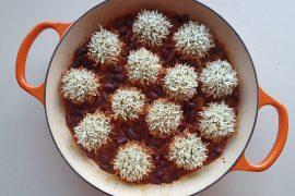 כדורי עוף ואורז ברוטב שעועית אדומה