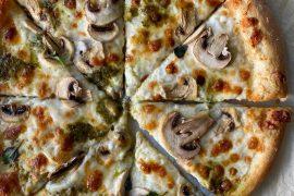 פיצה לבנה עם פטריות