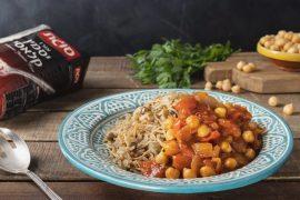 אורז עם עדשים ואטריות ברוטב עגבניות וחומוס